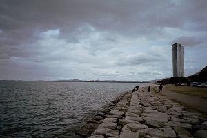 琵琶湖岸にて