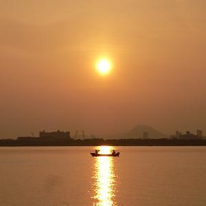 夜明けの琵琶湖の写真