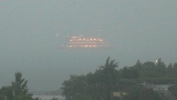 雨中船の写真