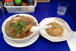 来来亭膳所店のチャーハン定食の写真