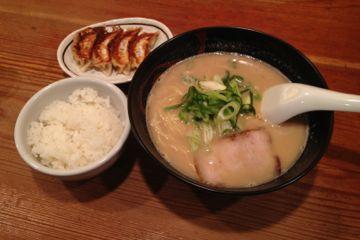 上方ざんまい屋(濃厚こってり豚骨らーめん)/京都拉麺小路の写真