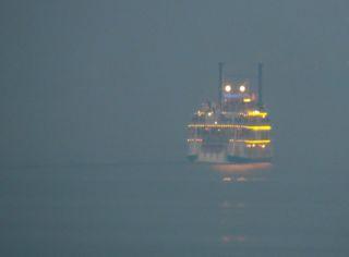 琵琶湖汽船ミシガンの写真
